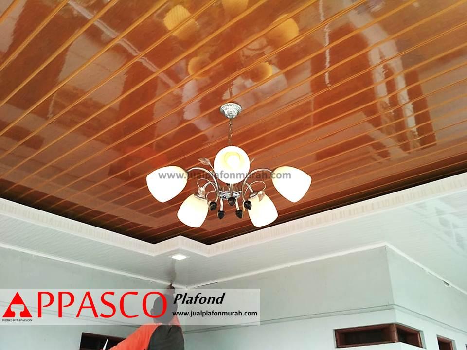 Plafon PVC Modern Minimalis Cantik Warna Coklat dengan Furnish
